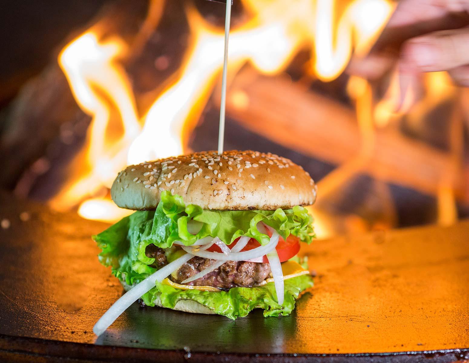 Чизбургер на круглом мангал гриле AHOS